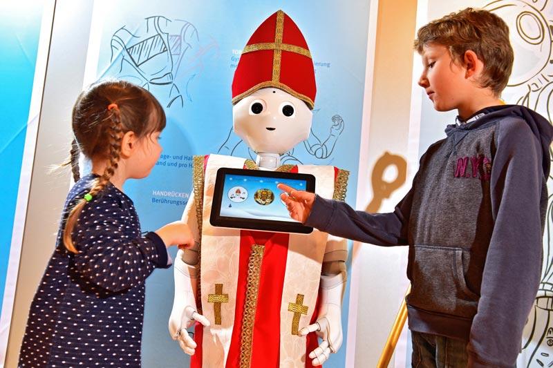 Roboter Pepper als Nikolaus